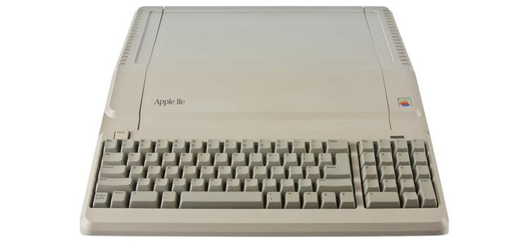 #retro #apple via Shrine Of Apple: Apple IIe Platinum