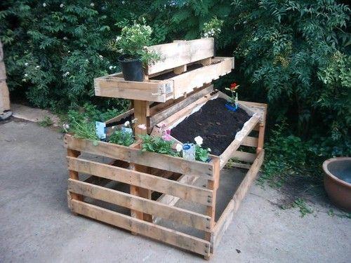 mini jardim reciclado:Jardim em paletes reciclados. Ideal para pequenos espaços. via 1001