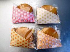 どら焼きのおすそ分けは、袋状にした折り紙に入れるだけでこんなに素敵に!
