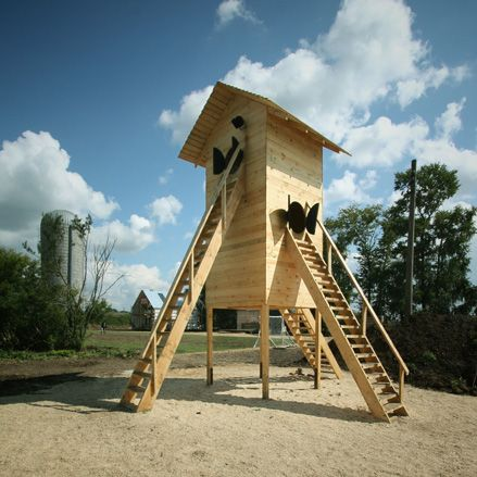 Goroda architecture festival 2012: Birdhouse installation by Tatyana Pryakhina Photography: Ivan Ovchinnikov and Andrew Assad