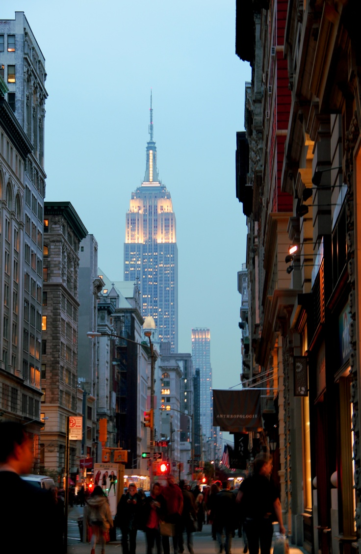 New York, Empire State Building & 5th Avenue.... 2012