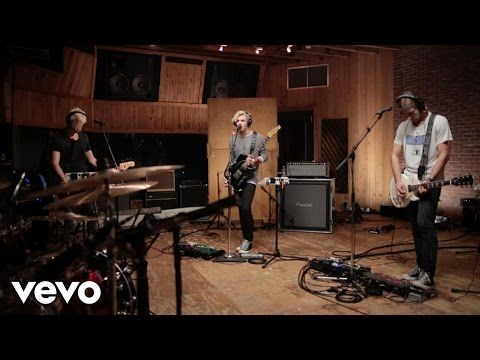 R5 - Things Are Looking Up (VEVO LIFT) - YouTube