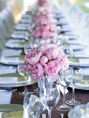 low monochromatic table floral centerpieces