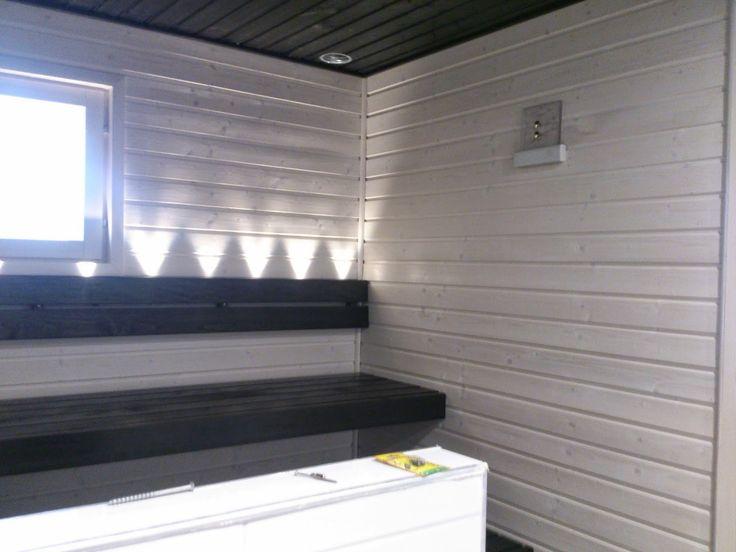 Moderni valkoinen koti: pesuhuone