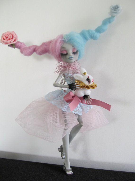 RESERVED  AMANDA T   Monster high doll  repaint par AlexandraSoury, $93,00