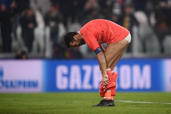 Juventus' goalkeeper from Italy Gianluigi Buffon takes off his shorts at the end of the UEFA Champions League Group D football match Juventus Barcelona on November 22, 2017 at the Juventus stadium in Turin. .Barcelona advanced to the Champions League last 16 on Wednesday after clinching top spot in Group D following a 0-0 draw against Juventus in Turin. / AFP PHOTO / Marco BERTORELLO