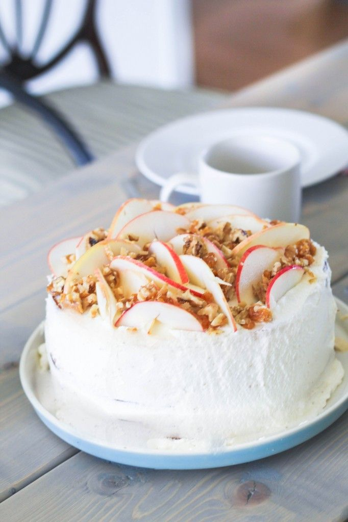 Autumn layer cake with apple filling and caramel whipped cream | Louiogbearnaisen.dk