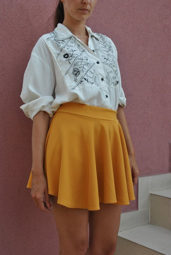 Vintage Embroidery Shirt / Vintage Woman Folk Embroidery