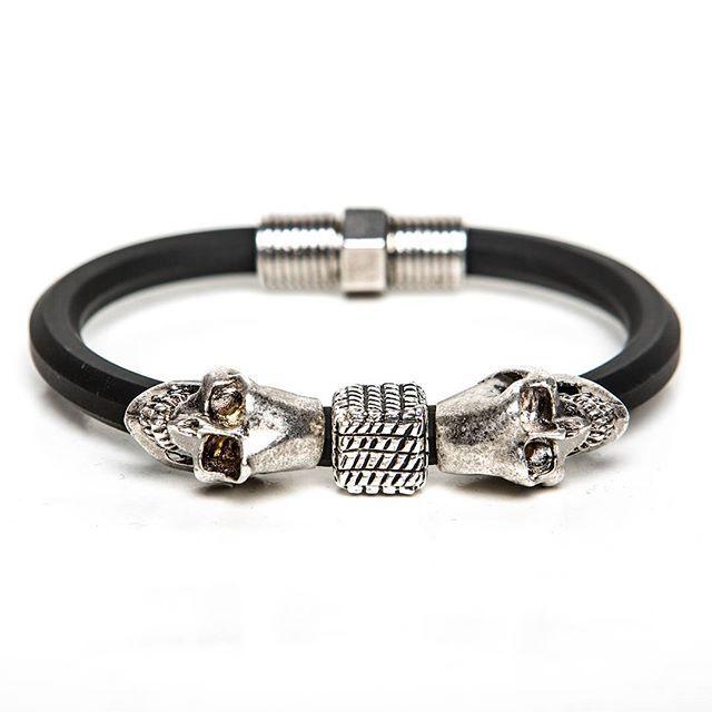 Amarse hasta la muerte  Elena Estaun Bracelet  On graffistyle.com #best #man #bracelet #skull #silver #elenaestaun #barcelona #luxury #glamour #jewelry #fashion #design #photo #gallery #skulls #accessories