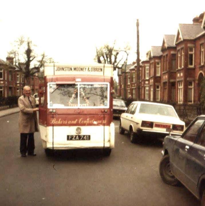 Johnson Mooney & O'Brien bread man in Drumcondra 1970's