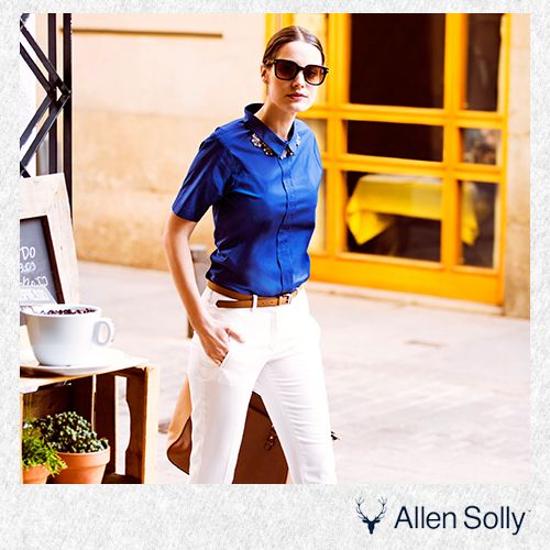 Juggling time between personal and professional commitments? This trusty combination of a white coloured trousers and blue blouse has you covered, always!