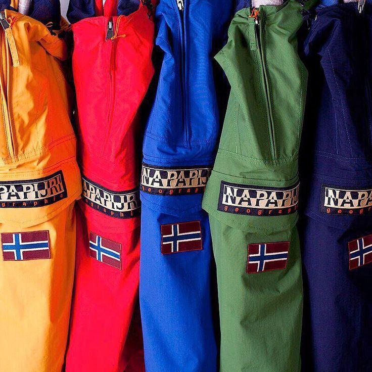 Первая поставка Napapijri весна-лето 2017.  Куртка-дождевик Rainforest – одна из популярных моделей марки Napapijri. Этот великолепный анорак, без сомнения, станет одной из любимых вещей в вашем гардеробе.Товары Napapijri доступны для заказа он-лайн и в магазине на Новослободской. http://www.turbocolor.ru/brand/104-napapijri/