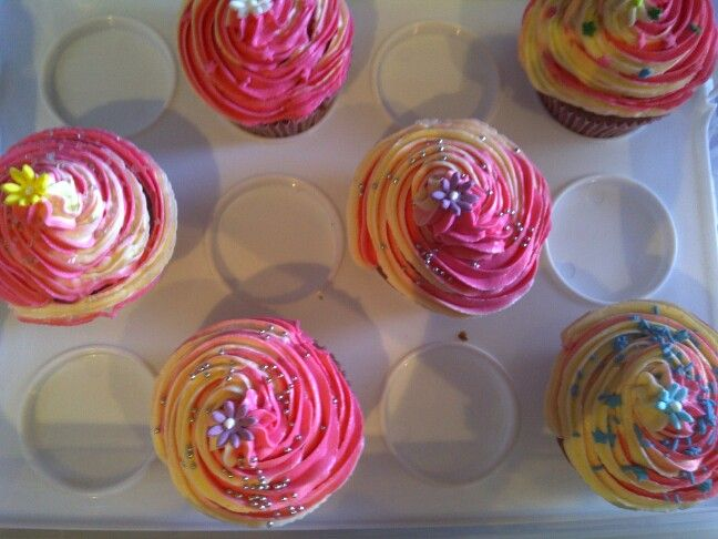 Two tone swirl cupcakes...see recipe and directions on http://www.stylexplora.blogspot.com and follow my board stylexplora