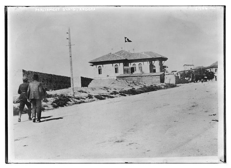 1915 / Türkiye Büyük Millet Meclisi yapım halinde