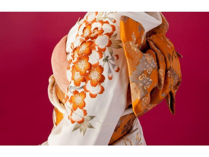 白地花丸文様引き振袖一式【池田重子創作】   時代布池田 公式ホームページ ~アンティーク・リサイクル着物・婚礼衣装レンタルのことなら池田重子のお店へ~