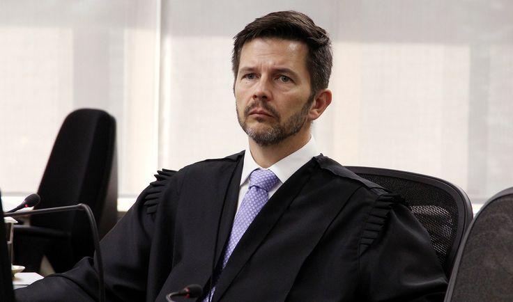 Recursos da defesa e da Procuradoria contra sentença contra ex-presidente, condenado por Moro a nove anos e seis meses de prisão por