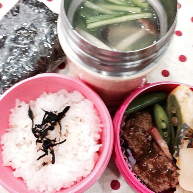 昨日は とっても暖かい一日でしたね 今日も そうだといいんだけど!! さあ 今週は 土曜も出勤 後5日 頑張ろう!  ・ハンバーグ ・卵焼き ・野菜のピクルス ・スナックエンドウとベーコンソテー ・鶏団子と野菜のスープ ・残業の友 おにぎらず 広島菜 - 41件のもぐもぐ - 2月24日 鶏団子と野菜のスープ by sakuramochi0815
