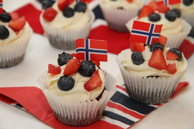 17th of May cupcakes in Norways colours, red, white and blue! <3 Happy birthday, Norway! :)