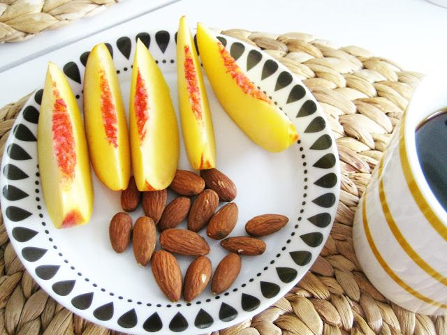 aamupala nektariini, manteli