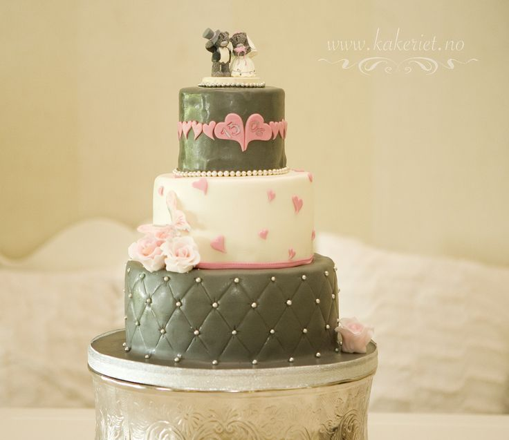 Wedding cake tattyteddy grey silver and pink :) Hearts and pearls.