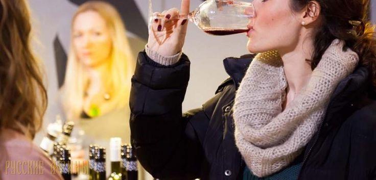"""«Oenorama 2017» и «Афинская Неделя Вина» пройдут в марте http://feedproxy.google.com/~r/russianathens/~3/y-oNVlLCrVM/20379-oenorama-2017-i-athens-wine-week-vstrecha-dlya-vsekh-lyubitelej-vina.html  Самая большая греческая выставка вина """"Oenorama 2017"""", учрежденная в 1994 году, является точкой отсчета для любителей вина в Греции. В этом году всемирно известное мероприятие будет проходить с 11 по 13 марта в выставочном зале Заппейон в Афинах."""