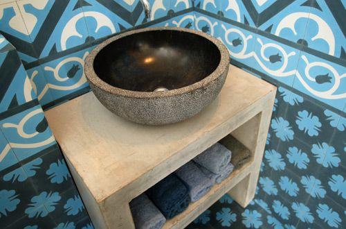 badkamer met blauwe portugese tegels - Google Search