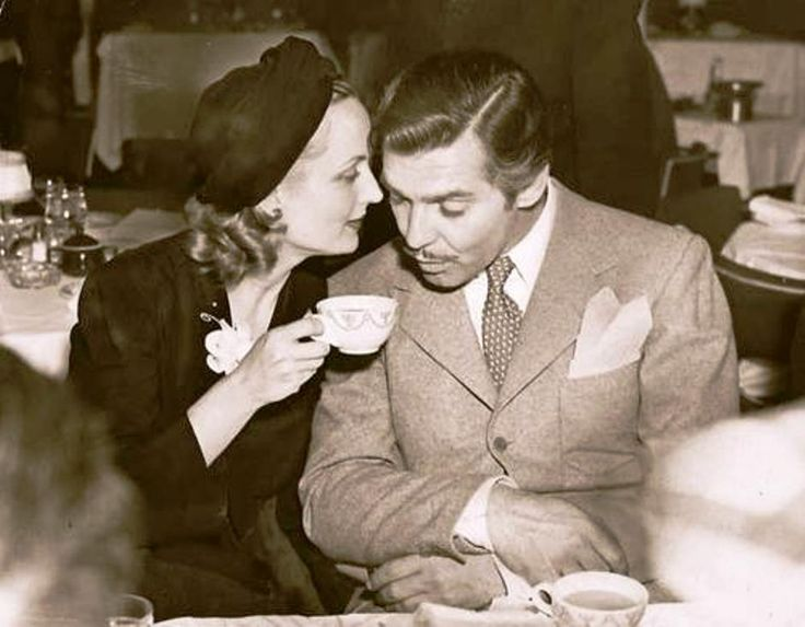 Carole Lombard and Clark Gable have coffee