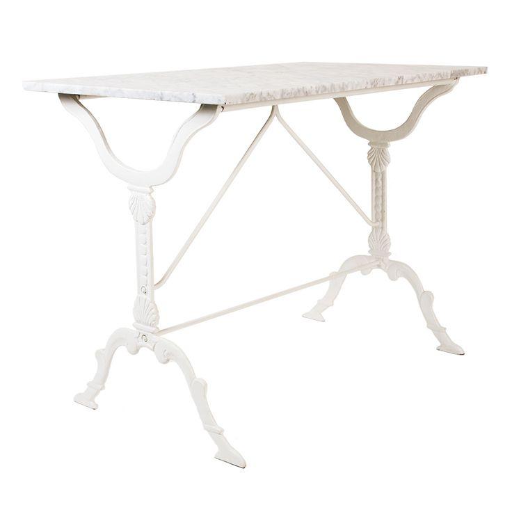 Klassiskt rektangulärt cafébord med underrede i vitmålat gjutjärn och skiva i cararremarmor. Levereras omontera