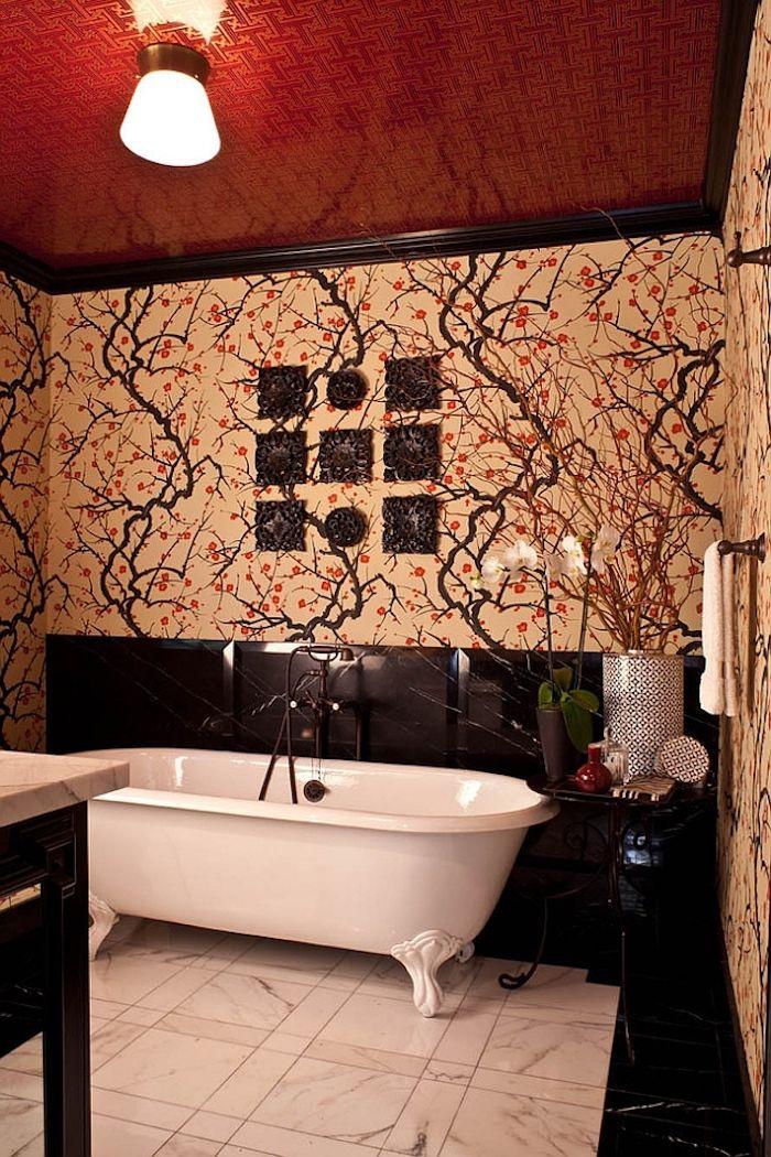 Moderne Badezimmer Bilder, Einbadezimmer Mit Roten Und Weißen Wänden Und  Boden Aus Weißen Badezimmer Fliesen