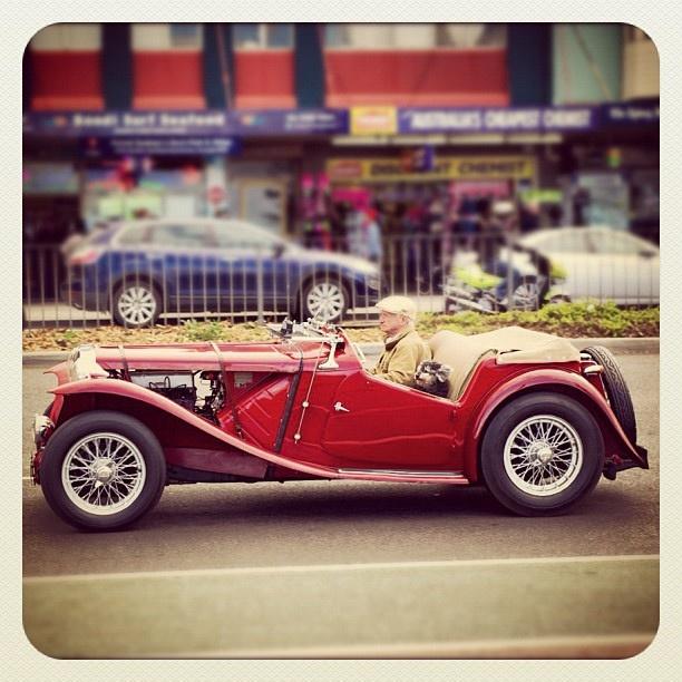 Bondi Cruisin' #bondi #atbondi #sydney #car #MG #convertible