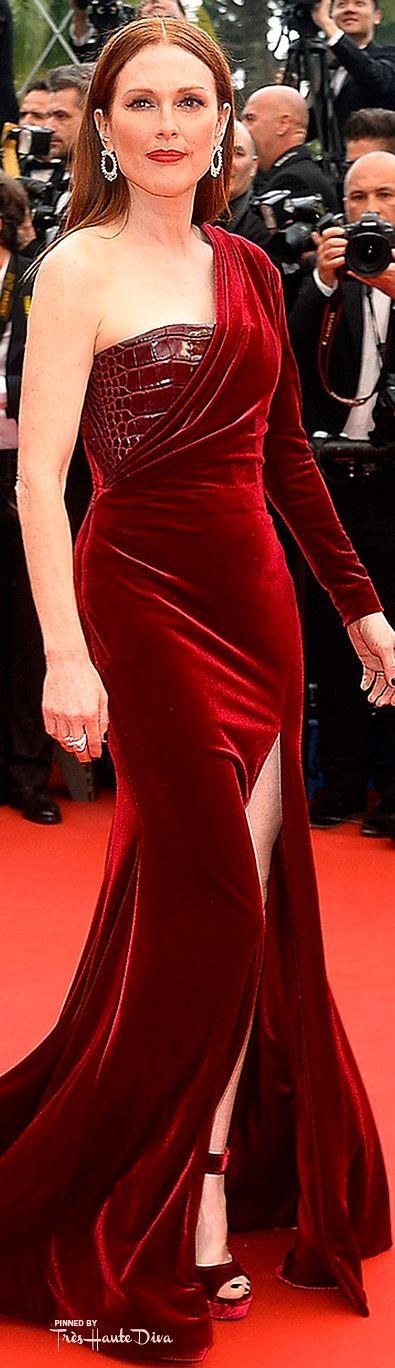 #Julianne #Moore in a custom-made crimson Givenchy gown styled with matching velvet pumps and a selection of Chopard jewels. ♔ #Cannes Film Festival 2015 Red Carpet ♔ Très Haute Diva ♔