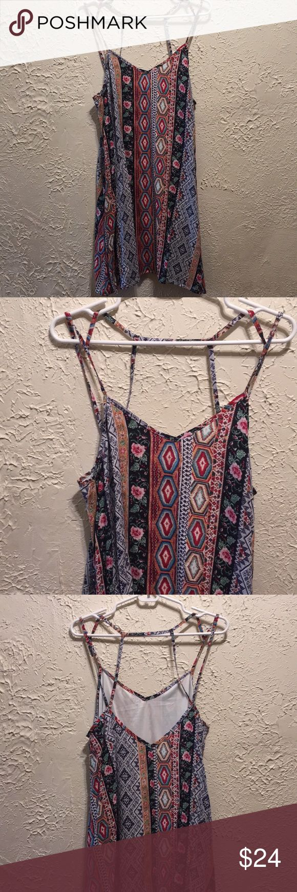 """Low back deep V patterned dress This is a great sundress and going out dress! Length 35"""" Dresses Midi"""