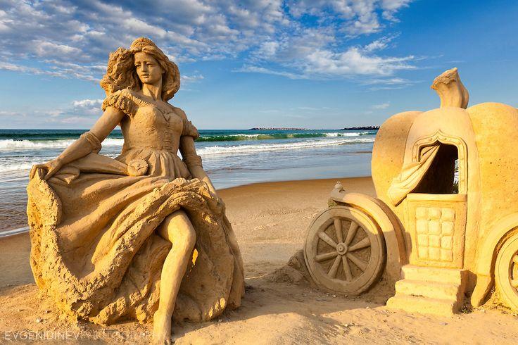 Evgeni Dinev - Sand sculpture of Cinderella