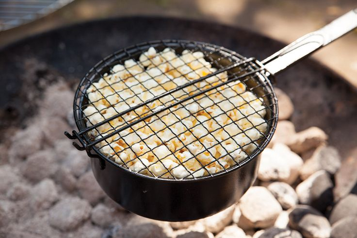 Esschert Design FF157 Popcorn pan. With this popcorn pan you can cook your own popcorn above an open fire or BBQ.