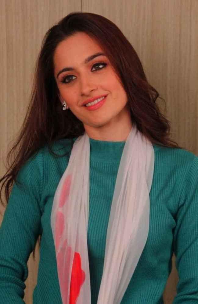 Sanjeeda Sheikh Bra Size, Age, Weight, Height, Measurements - http://www.celebritysizes.com/sanjeeda-sheikh-bra-size-age-weight-height-measurements/
