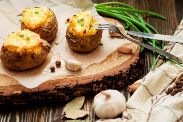 Sulc z čočky a brambory v soli