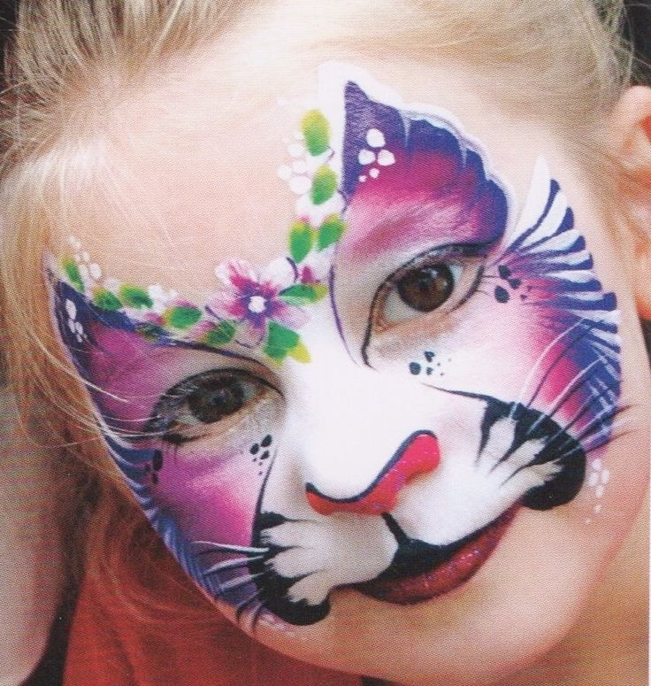 Christmas Tree Face Painting Design Using 2 Color Split
