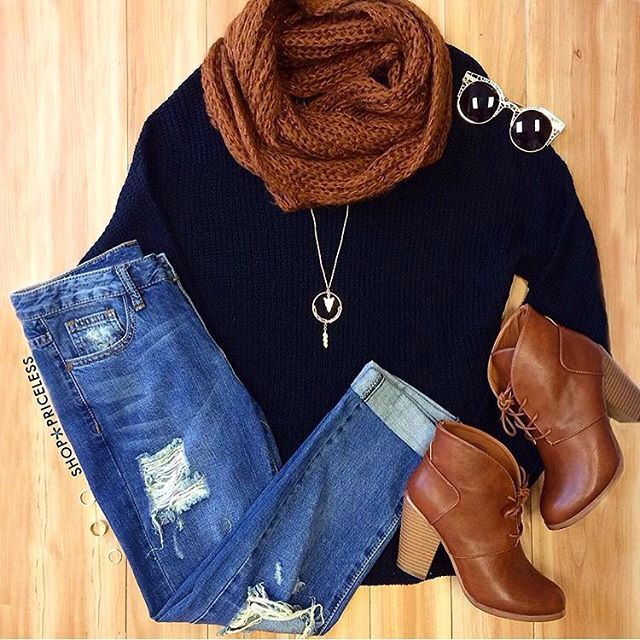 Ankle boots, black top, scarf, hwj jeans big necklace. Shades. Summer spring winter fall outfit cute