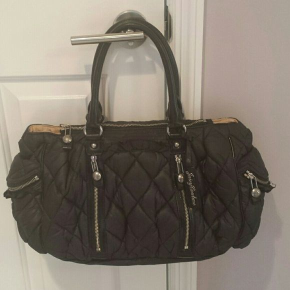 JUICY COUTURE tote with lots of pockets! Gently used juicy couture handbag. Very comfortable with 2 zipper pockets at the sides and 2 front zipper pockets.. very cute. Excellent condition! Has a few tiny pen marks on the inside, nothing major. Outside is perfect. Juicy Couture Bags