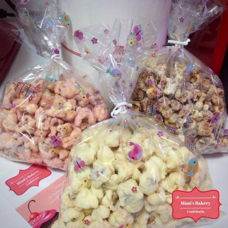 Pipoca Gourmet cobertas com chocolate branco nos sabores ninho, ovomaltine e…
