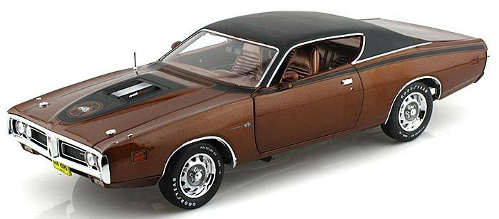 Auto World 1971 Dodge Charger Super Bee Dark Bronze AMM1003