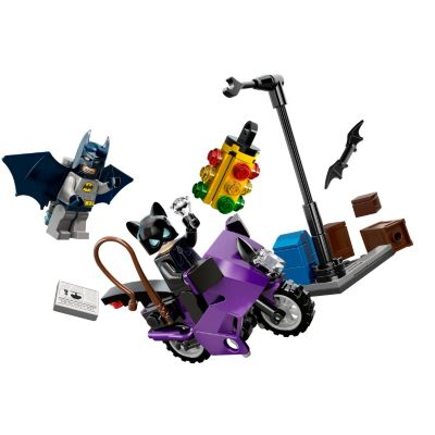 LEGO Super Heroes Batman vs. Catwoman - 6858 6858  Stop Catwoman's escape in the streets of Gotham City! On the back streets of Gotham City, Batman is trying to stop Catwoman from escaping on her speedy motorbike with a large diamond. Help him to topple the traffic light and cut off her getaway  http://www.comparestoreprices.co.uk/action-figures/lego-super-heroes-batman-vs-catwoman--6858-6858.asp