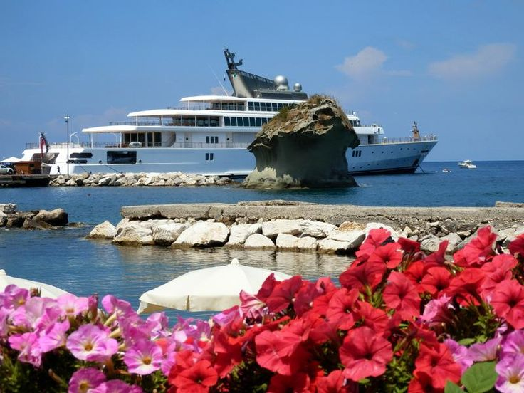 Season is getting hot! #Superyacht Rising Sun in #Ischia #yachting #yachtsinischia