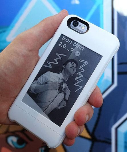 The PopSlate phone case features 4-inch e-paper display on the backside that can display pictures.