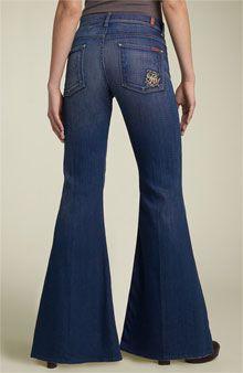 Jeans met soulpijpen en schoenen met bolle neuzen
