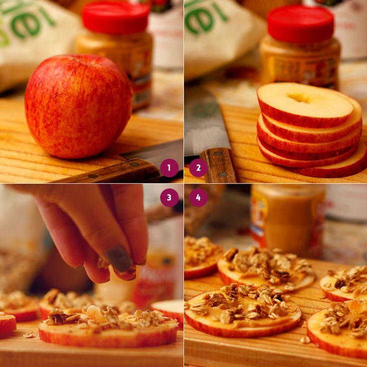 Essa combinação maçã + pasta de amendoim + granola é a coisa mais maravilhosa que existe! Até perdi a preguiça que eu tenho de comer maçã depois que descobri...