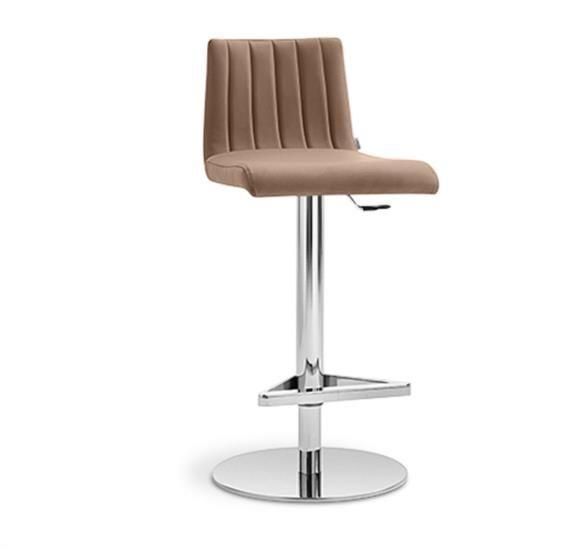 Sgabello in metallo con sedile e schienale rivestiti in ecopelle