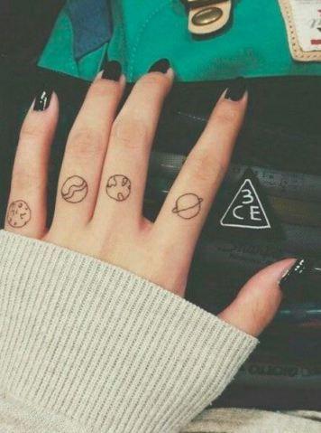 Lua, estrelas e planetas: 38 tattoos para quem ama o