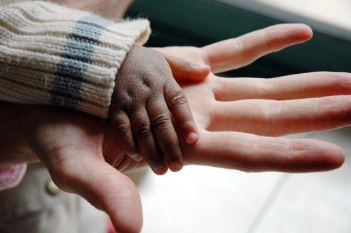 Un rapport sur l'état de santé des enfants adoptés fait le point sur les difficultés rencontrées par les familles.