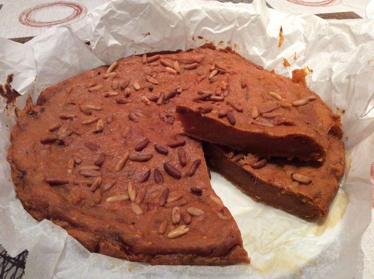 SMEGIASSA  2 mele 600 gr di zucca 1 o anche 2 patate americane 250 gr di farina 50 gr di zucchero 1 etto di miele 25 gr di cioccolato a scaglie 1 bicchierino di rum 1 etto di uvetta ammollata Cannella Pinoli 1 pizzico di sale 1 limone bio 1 arancia bio
